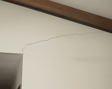 cracked wall in inside of house