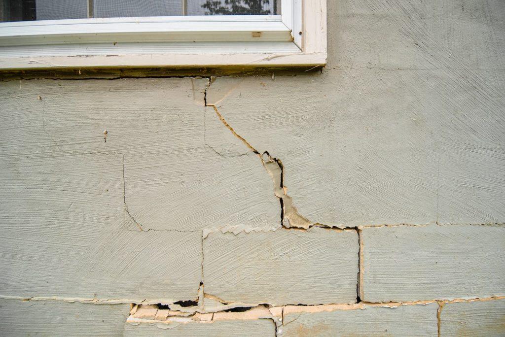 multiple cracks in house foundation