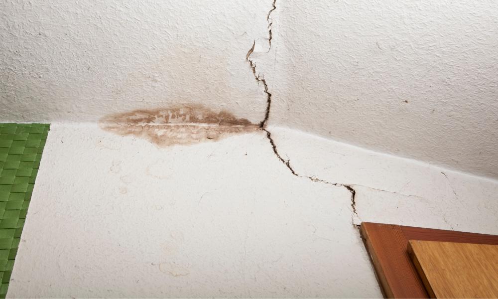 severe cracks in ceiling
